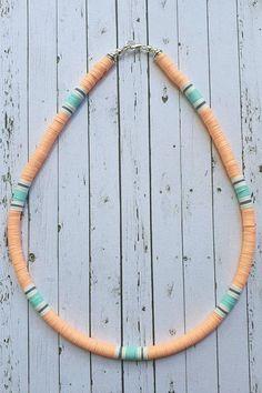Preppy Bracelets, Diy Bracelets Easy, Bracelet Crafts, Surf Necklace, Diy Necklace, Bead Jewellery, Beaded Jewelry, Beaded Bracelets, Diy Jewelry Unique