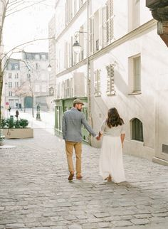 Let's get lost in this romantic city! Anniversary couple session Paris by Harriette Earnshaw Photography Fine art photography Engagement Couple, Engagement Session, Romantic Anniversary, Sky High, France Travel, Fine Art Photography, Wander, Lost, In This Moment