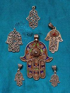. Moroccan Jewelry, Ethnic Jewelry, Boho Jewelry, Hamsa Tattoo Design, Hamsa Design, Hamsa Art, Clay Art Projects, Hamsa Necklace, Diy Jewelry Supplies