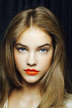 Joli rouge à lèvres orange ! #TheBeautyHours
