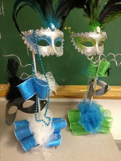 Mardi Gras themed centerpieces.