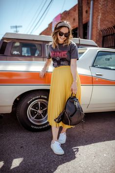 When we look at the latest outfit trends, one of the most popular and beloved styles is the pleated skirt outfit ideas. Especially in street style outfits Yellow Skirt Outfits, Yellow Pleated Skirt, Pleated Skirt Outfit, Midi Skirts, Yellow Skirts, Dress, Moda Fashion, Skirt Fashion, Fashion Outfits