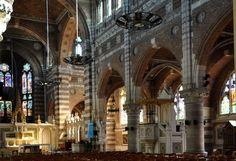 La nef avec le bas-côté droit et le chœur église Saint Vaast, Béthune.