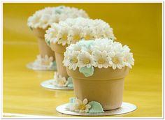daisy mini pot cakes