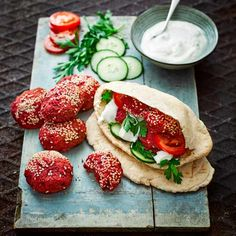 Try our beetroot falafel recipe. This easy baked beetroot recipe is an easy falafel recipe with beetroot. Make this super easy oven roasted beetroot recipe Veggie Recipes, Vegetarian Recipes, Veggie Meals, Healthy Recipes, Healthy Food, Beetroot Recipes, Vegan Party Food, Vegan Snacks, Vegetarische Rezepte