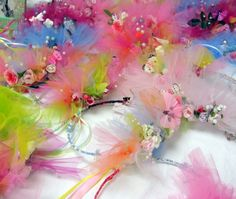Every little girl would love to have these fairy crowns. I can't wait to surprise my daughter with these for Christmas! Fairy Crafts, Diy And Crafts, Crafts For Kids, Fairy Crown, Flower Crown, Fairy Birthday Party, Birthday Parties, Fairy Wands, Childrens Party