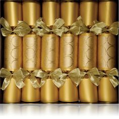 Perfectly handmade golden glitter circle crackers for your magical Christmas table!