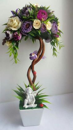 Ombrelle - a unique pseudo-Bonsai using an old piece of wood vine a small wire frame of an umbrella, silk flowers and greens. Giant Paper Flowers, Diy Flowers, Flower Decorations, Christmas Decorations, Art Floral, Floral Design, Window Box Flowers, Flower Boxes, Topiary Centerpieces