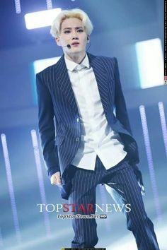 Overdose EXO Suho - that BLONDE though!
