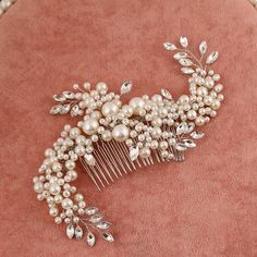 The big day is coming and you still do not know what to do with your long hair? Bridal Hair Pins, Hair Comb Wedding, Headpiece Wedding, Bridal Headpieces, Hair Accessories For Women, Wedding Hair Accessories, Hair Jewelry, Bridal Jewelry, Special Occasion Hairstyles