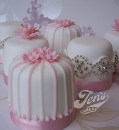 Minicakes We love these! minicakes from Jen's Cakery's Fun Cupcakes, Wedding Cupcakes, Cupcake Cakes, Mini Tortillas, Amazing Wedding Cakes, Amazing Cakes, Fancy Cakes, Mini Cakes, Pretty Cakes