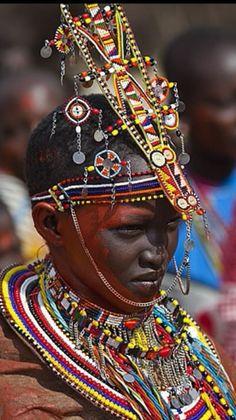 Los masái o masáis (también se escribe frecuentemente maasái) son un pueblo estimado en unos 880.000 individuos, que viven en Kenia meridional y en Tanzania septentrional.  www.ofertravel.es ®