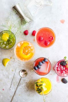 Fresh, cold-pressed organic juice makes for the best gin and juice cocktails. Grab all your favorite flavors + garnishes + throw the easiest party ever! Easy Cocktails, Summer Cocktails, Cocktail Recipes, Juice Drinks, Refreshing Cocktails, Drinks Alcohol, Cheers, Cold Pressed Juice, Think Food