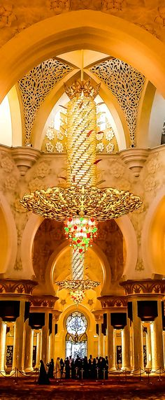 Sheikh Zayed Grand Mosque, Abu Dhabi, UAE - I have yet to find any pictures of this mosque that capture the sheer beauty of it.