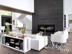 Modern living room with black fireplace Living Room Remodel, My Living Room, Home And Living, Living Room Decor, Living Spaces, Modern Living, Small Living, Black Fireplace, Fireplace Wall