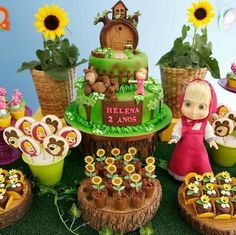 Candy masha bar and the bear - Celebrat : Home of Celebration, Events to Celebrate, Wishes, Gifts ideas and more ! 2 Birthday Cake, Bear Birthday, Baby Boy Birthday, 4th Birthday Parties, Masha Et Mishka, Happy Birthday Maria, Marsha And The Bear, Second Birthday Ideas, Bear Party