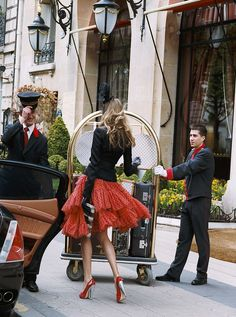 Carrie at Plaza Athenee Hotel Paris Parisienne Chic, Mode Chic, Mode Style, Glamour, Just Girly Things, Plaza Athenee Paris, Image Paris, Moda Formal, Cooler Look