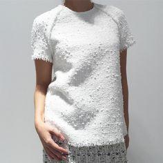 Стильный топ из эксклюзивного твида Chanel. Такой топ можно исполнить в другом твиде. Большое количество неповторимых расцветок в наличии. /Для заказа: +79217761216/Ateliernumber1@gmail.com/  #ателье #ательемск #ательеспб #пошив #пошивплатья #портной #платье #швея #юбка #ткани #шелк #atelier  #fashion #style #trendy #dress #couture #hautecouture #tailor #sewing #назаказ #пальто  #кашемир #шерсть #wool #cashmere #кружево  #solstiss #кожанаякуртка #косуха