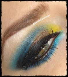 Are you still limiting yourself to the classic ‪#‎smokey‬ ‪#‎eye‬ Tszuj things up with a ‪#‎monochrome‬ #smokey #eye with pops of fun color! Visit site to check out this ‪#‎makeup‬ ‪#‎tutorial‬ with @nalbantova