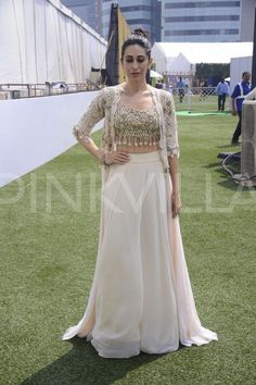 Karisma Kapoor stuns on the ramp for designer Arpita Mehta at Lakme Fashion Week! Indian Gowns, Indian Attire, Pakistani Dresses, Indian Wear, Indian Wedding Outfits, Indian Outfits, Lehnga Dress, Lehenga Skirt, Lengha Choli