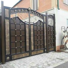40 Glorious Front Gate Designs for Your Home - Buzz 2018 Home Gate Design, Grill Gate Design, House Main Gates Design, Steel Gate Design, Front Gate Design, Main Door Design, House Front Design, House Front Gate, Front Gates