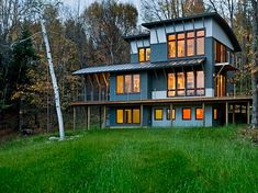 This vacation house in Sugar Hill, New Hampshire brings some contemporary charm out to the country. Designed by Smith & Vansant Architects, the house is full of gentle modern touches that give it a warm and inviting feeling, perfect for a secluded family retreat near the White Mountains of New Hampshire.