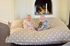 XL-kudde, Sand stjärna, kollektion: New England | Källa: Malin Hedblom, Tvillingmorsan.se New England, Toddler Bed, Baby, Furniture, Home Decor, Child Bed, Decoration Home, Room Decor, Infants