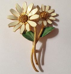 Genuine Vintage Costume Jewelry Rhinestone Daisy Brooch Pin