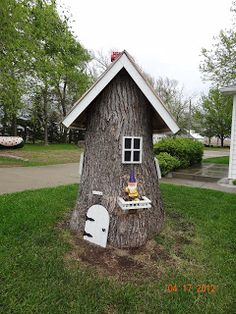 Fairy Garden House made from a tree trunk.....like!!