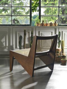 Poltrona Rayon. A inspiração veio da Cadeira Kangourou do eterno arquiteto e designer suíço Pierre Jeanneret, tropicalizada pelas mãos dos nossos artesãos.