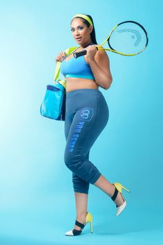 Model Tinder ready for a tennis date with someone special ;) In the blue joggers by Von Scher Active. Tennis Racket, Pilates, Joggers, Active Wear, Curvy, Sporty, Plus Size, Workout, Tinder