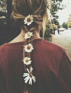 never cutting my hair again. this braid is just too pretty. i want to be able to braid fresh daisies in my hair by next spring :) Pretty Hairstyles, Braided Hairstyles, Style Hairstyle, Perfect Hairstyle, Hairstyles Haircuts, Estilo Hippie, Look Girl, Hair Dos, Hippie Style