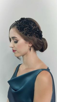 DAHLIA HEADDRESS – hair accessories, hair fashion, hairstyle, wedding hair, crystal eveningwear The DAHLIA HEADDRESS by couture designer Hermione Harbutt is the perfect crystal statement for any evening occasion. Just watch her glisten! Diy Hairstyles, Wedding Hairstyles, Evening Hairstyles, Vintage Hairstyles, Hair Jewels, Headdress, Flapper Headpiece, Fascinator Headband, Fascinator Hairstyles
