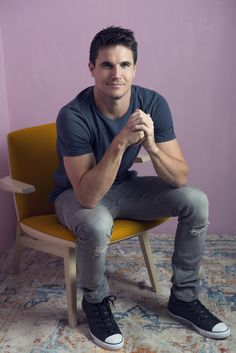 Last additions – 002 – Robbie Amell Fan Photo Gallery Robie Amell, Rob Evans, Soprano, Ideal Man, Daniel Radcliffe, Stephen Amell, Male Face, The Duff, Sterling Archer