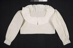 Överdel (opplöt) i linne med bomullskrage; Oxie, 1800-tal. Malmö Museer nr. MM 042870
