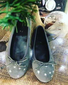 Zapatos ideales para #navidad en las #tiendasganzitos y en nuestra web. #shoeskids #kidsshoes #zapatosbonitos #bailarinas #gzbyganzitos #stars