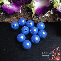 10 runde Acrylperlen, in der Farbe Blau, einfach eine Augenweide.Je nach Lichteinfall haben sie einen wunderschönen Glanz.Für viele kreative Ideen geeignet.