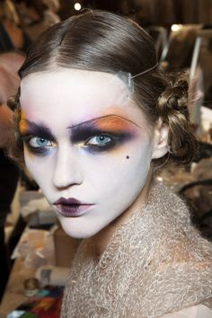 a collection of my favourite john galliano runway make up looks, all perfect for a casual visit in your favorite deli or a cafe Make Up Looks, John Galliano, Makeup Art, Hair Makeup, 20s Makeup, Geisha Makeup, Make Up Gesicht, High Fashion Makeup, Fashion Editorial Makeup