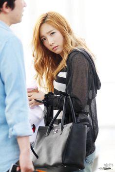http://okpopgirls.rebzombie.com/wp-content/uploads/2013/05/SNSD-Taeyeon-airport-fashion-May-26-2-1.jpg