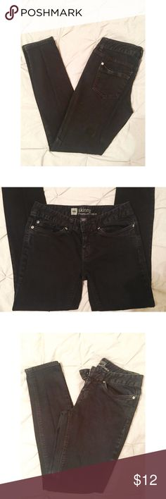 Black denim low rise skinny jeans 👖 Black denim low-rise skinny jeans. Short length. In great condition - no rips, tears, or stains! Mossimo Supply Co Jeans Skinny