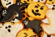 Creepy Halloween Cookies Halloween Cookies, Creepy Halloween, Sugar, Smile, Desserts, Food, Tailgate Desserts, Deserts, Essen