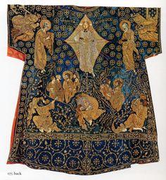 Византийский вышивка ценилась в Западной Европе, что демонстрирует так называемый далматик Карла, который, якобы, был подарен Карлу Великому для коронации в…