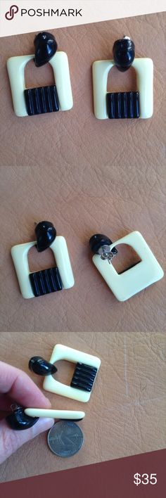 """Vintage Lucite B&W square earrings Classy deco inspired, black & off white, lucite earrings. Nice big size. 1&1/4"""" x 1&1/4"""". For pierced ears. Very Twiggy. Vintage Jewelry Earrings"""