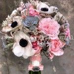 Bukiet ślubny anemony i róże angielskie