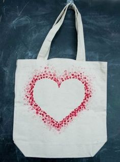 DIY Tote Bag - Make This Fabulous Coronary heart Tote Bag with a Pencil! - DIY Tote Bag - Make This Fabulous Coronary heart Tote Bag with a Pencil! DIY Tote Bag - Make This Fabulous Coronary heart Tote Bag with a Pencil! Valentines Bricolage, Valentine Day Crafts, Kids Valentines, Saint Valentine, Saint Valentin Diy, Heart Template, Crown Template, Flower Template, Diy Tote Bag