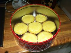 Lemon cupcakes... Iced! And having carried out appropriate quality control very nice :-)