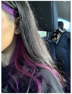 mas com azul escuro Half Colored Hair, Half Dyed Hair, Split Dyed Hair, Dye My Hair, Purple Hair Streaks, Pink Purple Hair, Hair Color Underneath, Hair Dye Colors, Aesthetic Hair