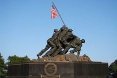 ❖ November 1954 ❖ The United States Marine Corps War Memorial was dedicated in Arlington, VA. The bronze sculpture by Felix de Weldon depicts Marines raising the flag over Iwo Jima during World War II and is based on a photograph by Joe Rosenthal. Restaurant Palma, Washington Dc, Virginia Attractions, Iwo Jima Memorial, Amsterdam, Dc Monuments, Famous Monuments, Battle Of Iwo Jima, Dc Travel