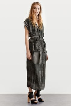 SHIRT-DRESS SAKI GRAPHIC ASPHALT in the group All items / Dresses at Rodebjer Form AB (1300157915)