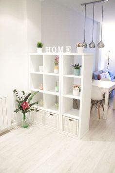 Ben je al bekend met de Kallax kast van IKEA. Een eenvoudige maar degelijke kast bij IKEA verkrijgbaar. Ok hij ziet er saai doch functioneel uit. Gelukkig biedt dit basic model tientallen mogelijkheden om er #separacionesdeambientes